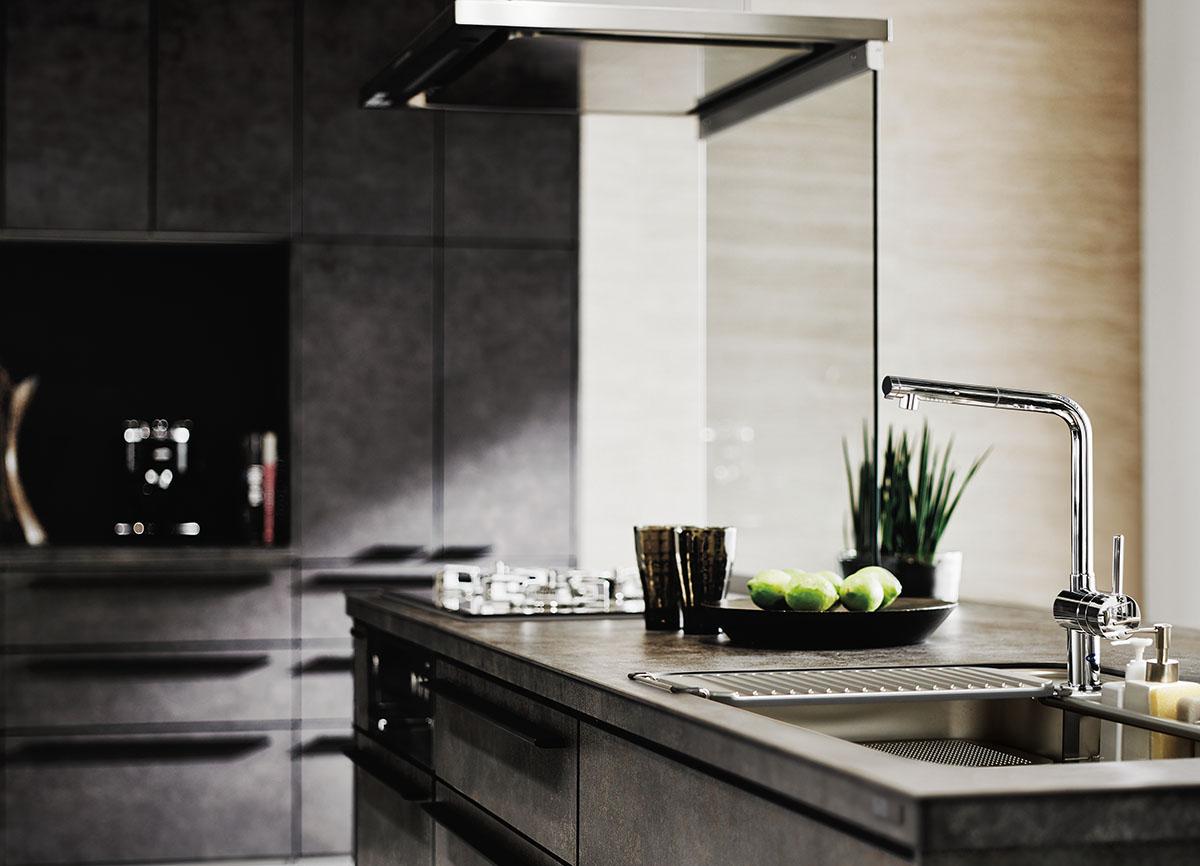 今までになかった強度!人工大理石を超えるすごい素材のキッチンをご紹介