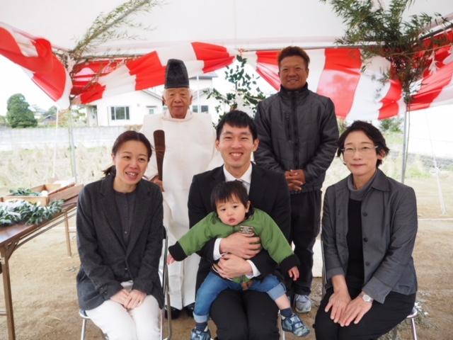 小春日和の今日此頃、今治市大西町で地鎮祭を行いました。