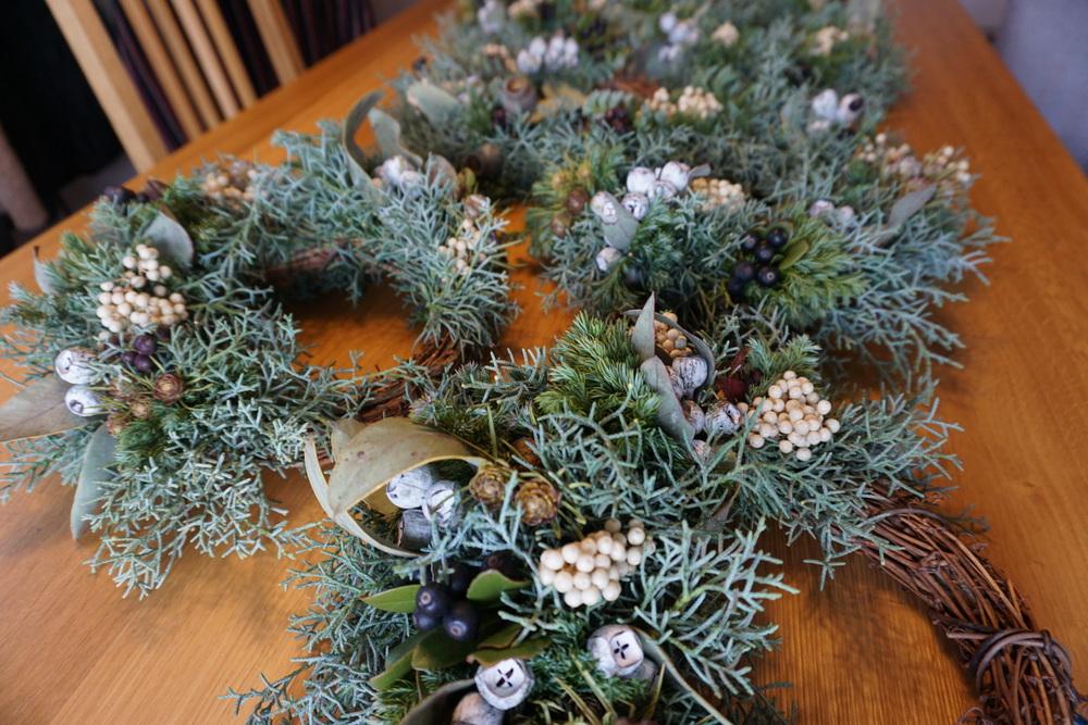 冬の特別企画「クリスマスリース作り」ワークショップの様子